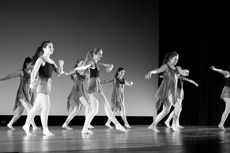 Dance+Show+features+variety+of+choreography%2C+cultural+music