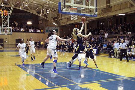 Women's basketball defeats New Trier, Loyola