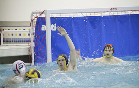 Men's waterpolo loses undefeated record after falling to New Trier