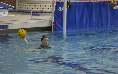 Women's water polo maintains winning record despite small number of players