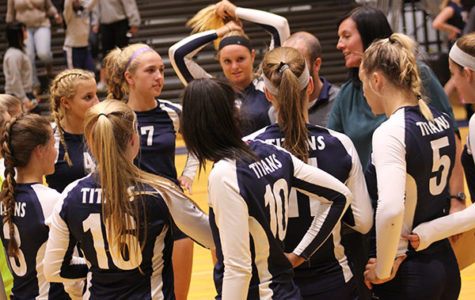 Women's volleyball defeats New Trier
