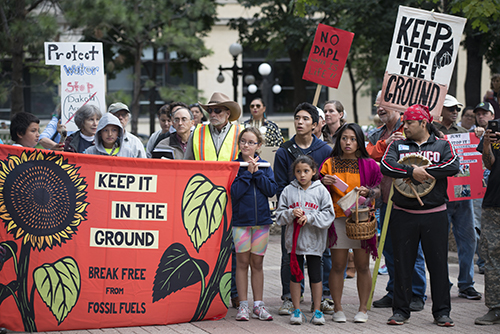 PIPELINE PROTEST: Demonstrators against the Dakota Access Pipeline (DAPL) in St. Paul, Minnesota in Sep. 2016. The DAPL attracted many supporters and opposers that initially halted its progress, but ultimately continued construction in March 2017. Photo courtesy of Fibonacci Blue https://www.flickr.com/photos/fibonacciblue/29554803662