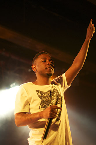 Rapping   resistance:  Performing his recently released album, titled DAMN., Kendrick Lamar comments on social themes like gang culture. This album also features many guest musicians like Rihanna and Bono.