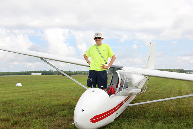Sophomore+Phillip+Norton+takes+to+the+skies%2C+pursues+aviation+career