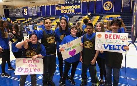 ALL-STAR ALI: Standing with friends, late senior Ali Merchant (third from right) and senior Leza Bergin (third from left) take a photo after the TLS basketball game. Along with the basketball game, Merchant participated in many activities throughout his time at South. Photo courtesy of Leza Bergin