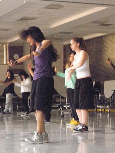 Poms, De La Cru show their skills on the South dance floor