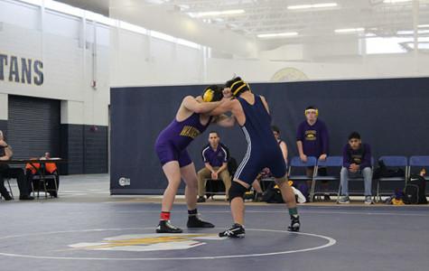 Men's wrestling aims to overcome adversity, prepare for regionals