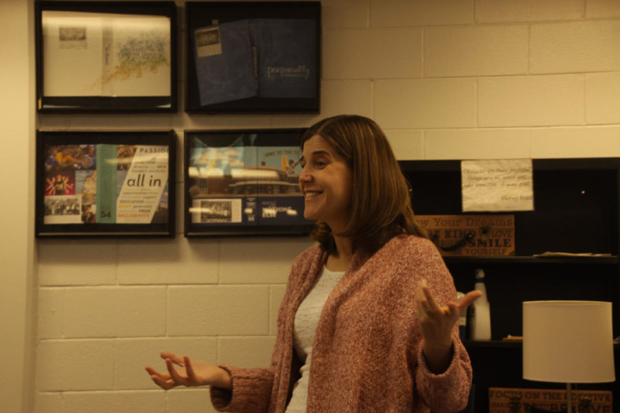 PASSIONATE PROFESSOR: Smiling at one of her classes, Yearbook Advisor Brenda Field goes over the deadlines with her students. Field was honored for her journalistic achievements in and out of the classroom with the NSPA Pioneer Award.