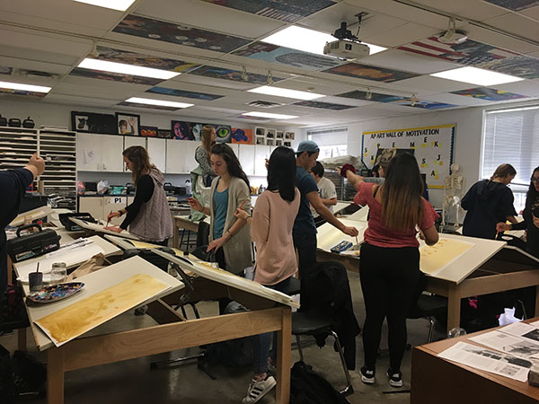 MODEL MANIA: Painting on canvases, students partake in a real life modeling project last year. Each student is able to depict the model in their own style. Photo courtesy of Stephanie Fuja