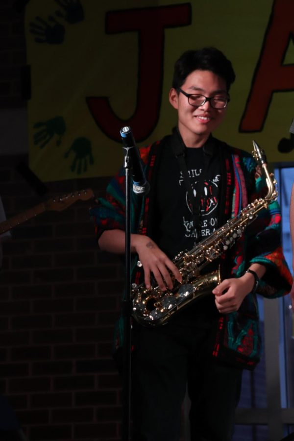 A+NIGHT+FOR+HUMAN+RIGHTS%3A+Jamming+on+the+stage%2C+sophomore+Yeon+Park+plays+his+saxophone+at+Jamnesty.+This+event+took+place+on+Friday%2C+April+12+in+the+West+Cafeteria+and+featured+different+acts+as+well+as+information+speeches+about+human+rights.+