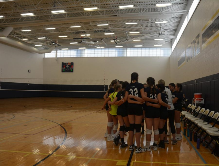 Fearless Freshmen: Standing together in unity, the freshman girls volleyball team huddles together to discuss their practice. Being a part of a team creates a sense of belonging as they start off the year at South, according to freshmen Teighan Harris.