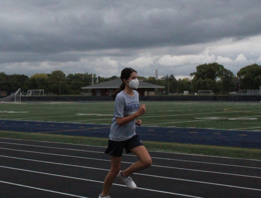 Trouble+on+the+Track%3A+Freshman%2C+Sophia+Abraham+runs+along+the+track+during+gym+class.+